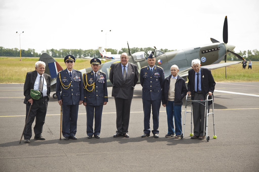 Honoured veterans pose with Right Honourable Sir Nicholas Soames MP and Air Force Commander Brigadier General Libor Štefánik