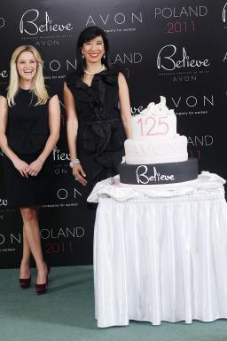 Reese Witherspoon + Andrea Jung in Warsaw