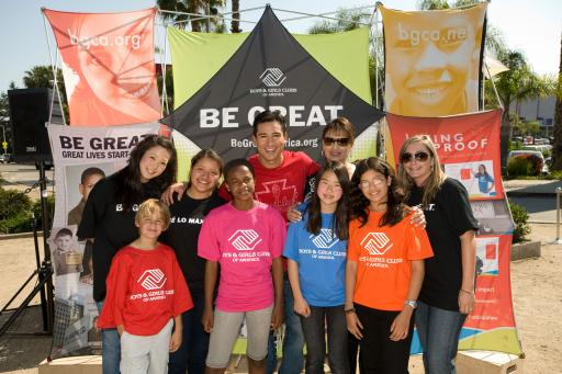 Mario Lopez and mom, Elvia, with Boys & Girls Club kids