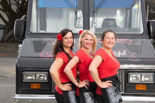 Bowled and Beautiful on The Great Food Truck Race Season 4
