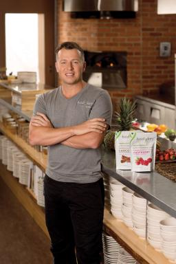 BODYKEY by NUTRILITE™ spokesman Chef Jason Roberts and BODYKEY Appetite Control Chews.