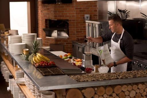 BODYKEY by NUTRILITE™ spokesman Chef Jason Roberts and BODYKEY™ Meal Replacement Shakes