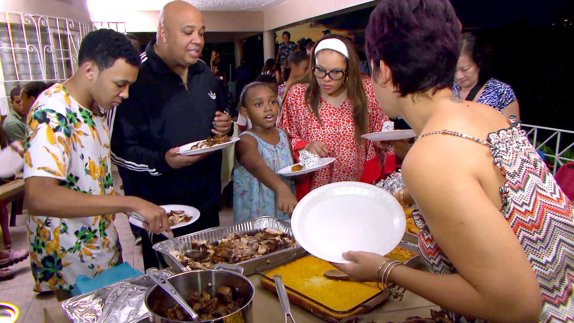 "Rev Run, Justine, Russy and Miley Simmons enjoy a homemade ""Sunday Supper"" with new friends in Kingston, Jamaica."
