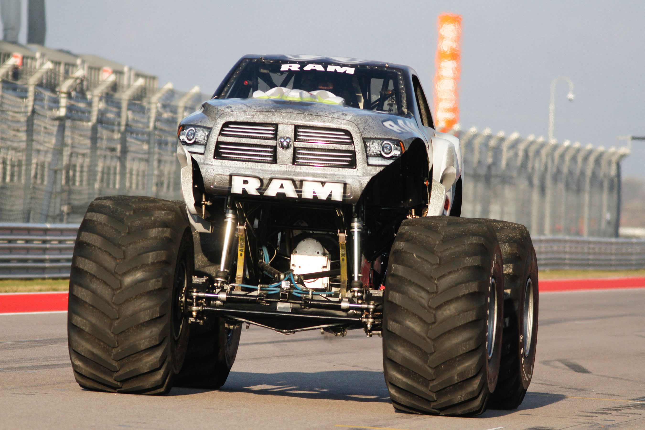 raminator monster truck and hall brothers racing team shatter guinness world records record. Black Bedroom Furniture Sets. Home Design Ideas