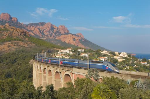High speed train journeying along French Riviera © SNCF Médiathèque – Sylvain Cambon