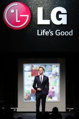 Neil Patrick Harris entertains the crowd at the LG Art of the Pixel gala