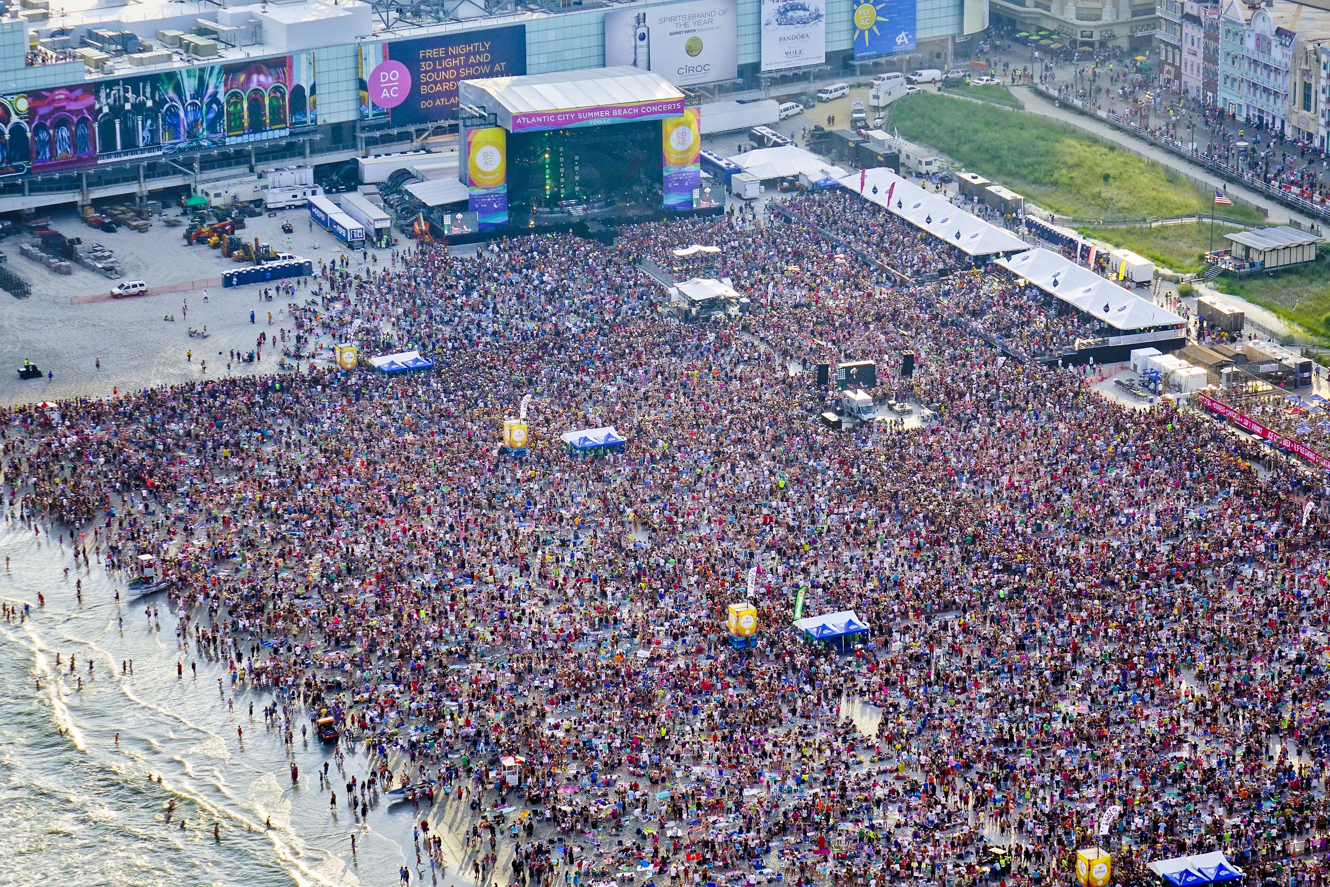More than 65,000 people attended a free beach concert with Blake Shelton in Atlantic City, July 31, 2014. Photo credit: Bob Krist/ACA