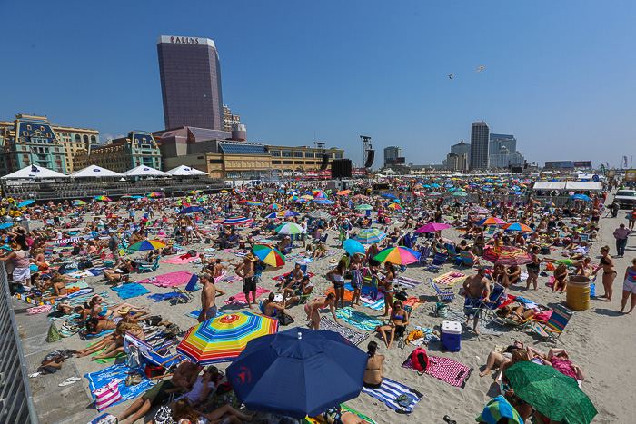 Crowded day at the beach in Atlantic City for the free Blake Shelton concert. Photo credit: Beau Ridge/ACA