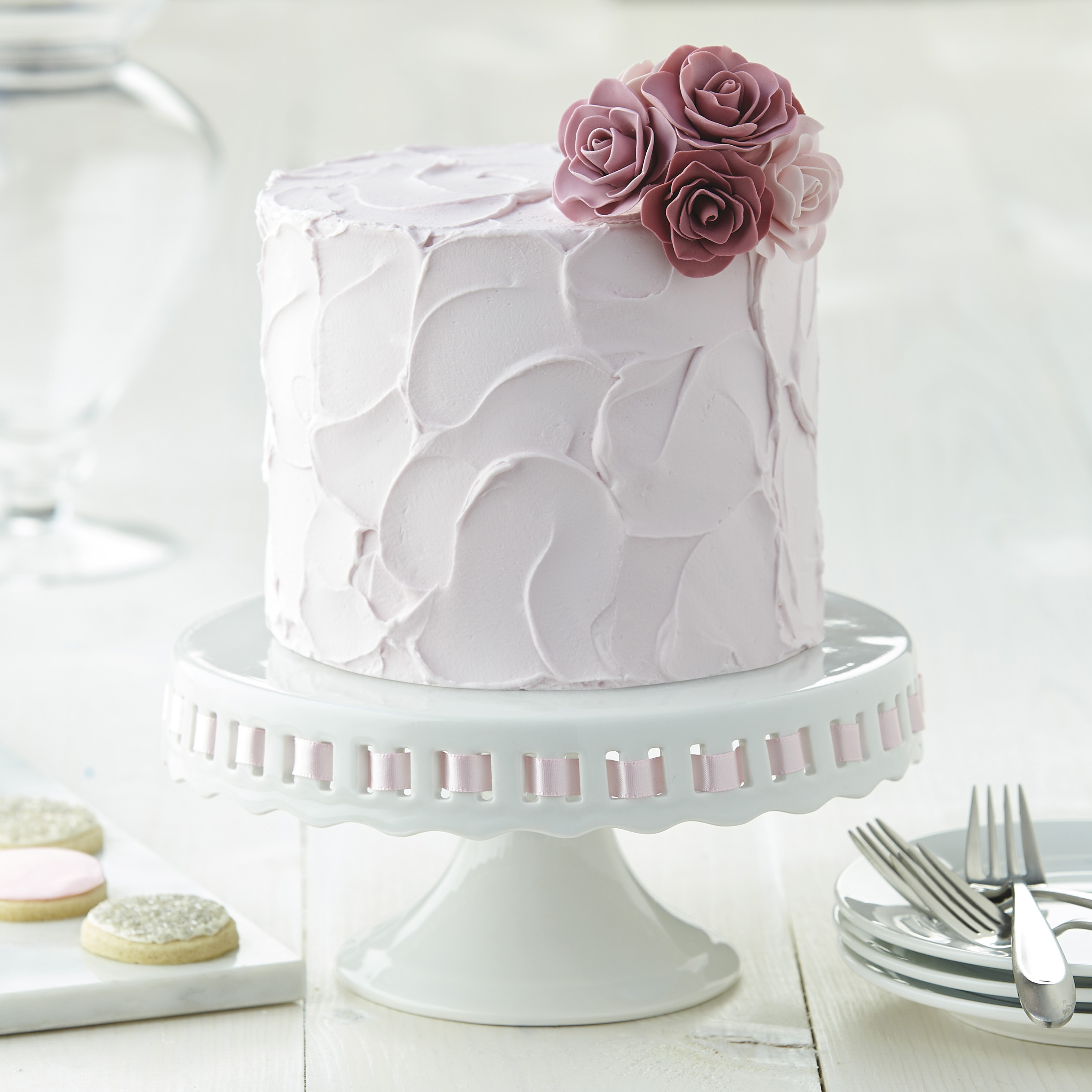learn to decorate a cake with a wilton method class. Black Bedroom Furniture Sets. Home Design Ideas
