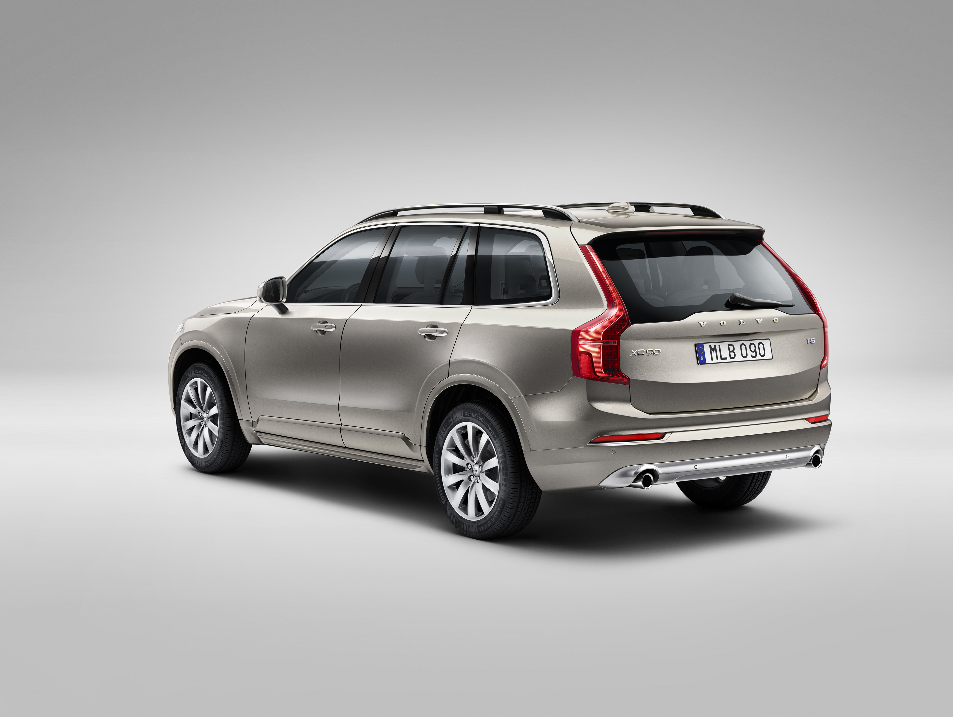 all new volvo xc90 in luminous sand metallic is characterized by exclusive details like 19 wheel s with 10 spoke rims in turbine silver bright as well