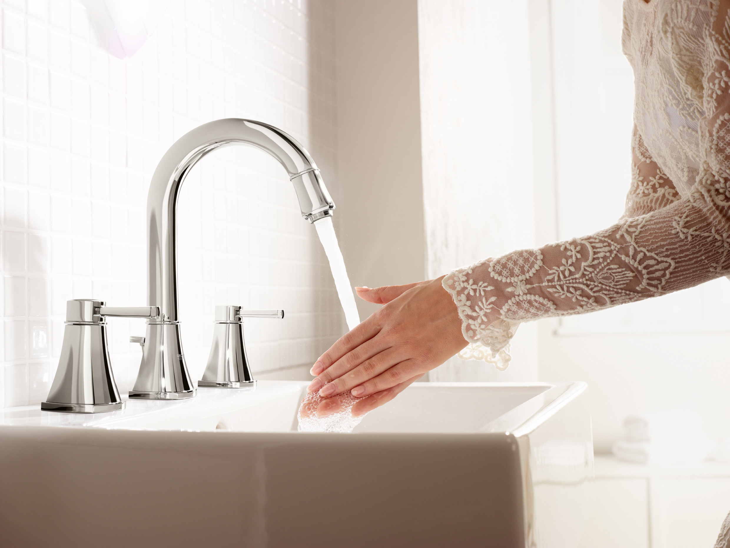 Splashing Water And Unsightly Design Combinations Of Washbasin And Faucet  Are A Thing Of The Past (faucet Line: GROHE Grandera).