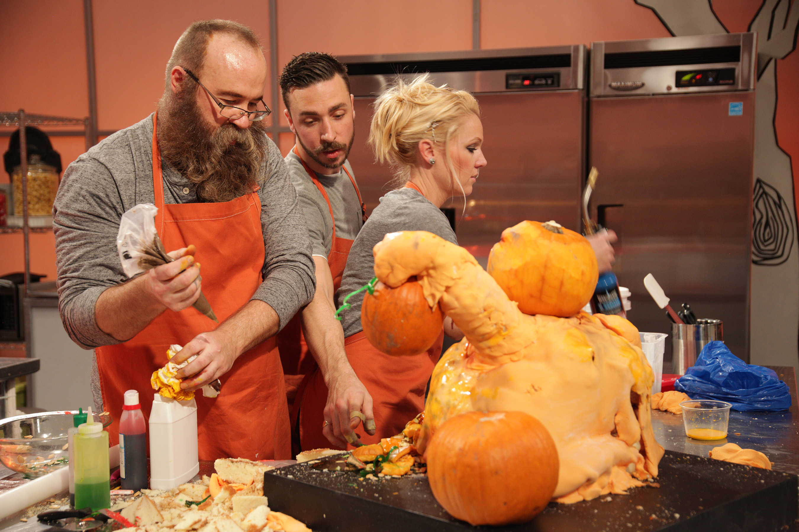 FOOD NETWORK'S HALLOWEEN WARS IS BACK IN AN ALL NEW FRIGHTFULLY ...