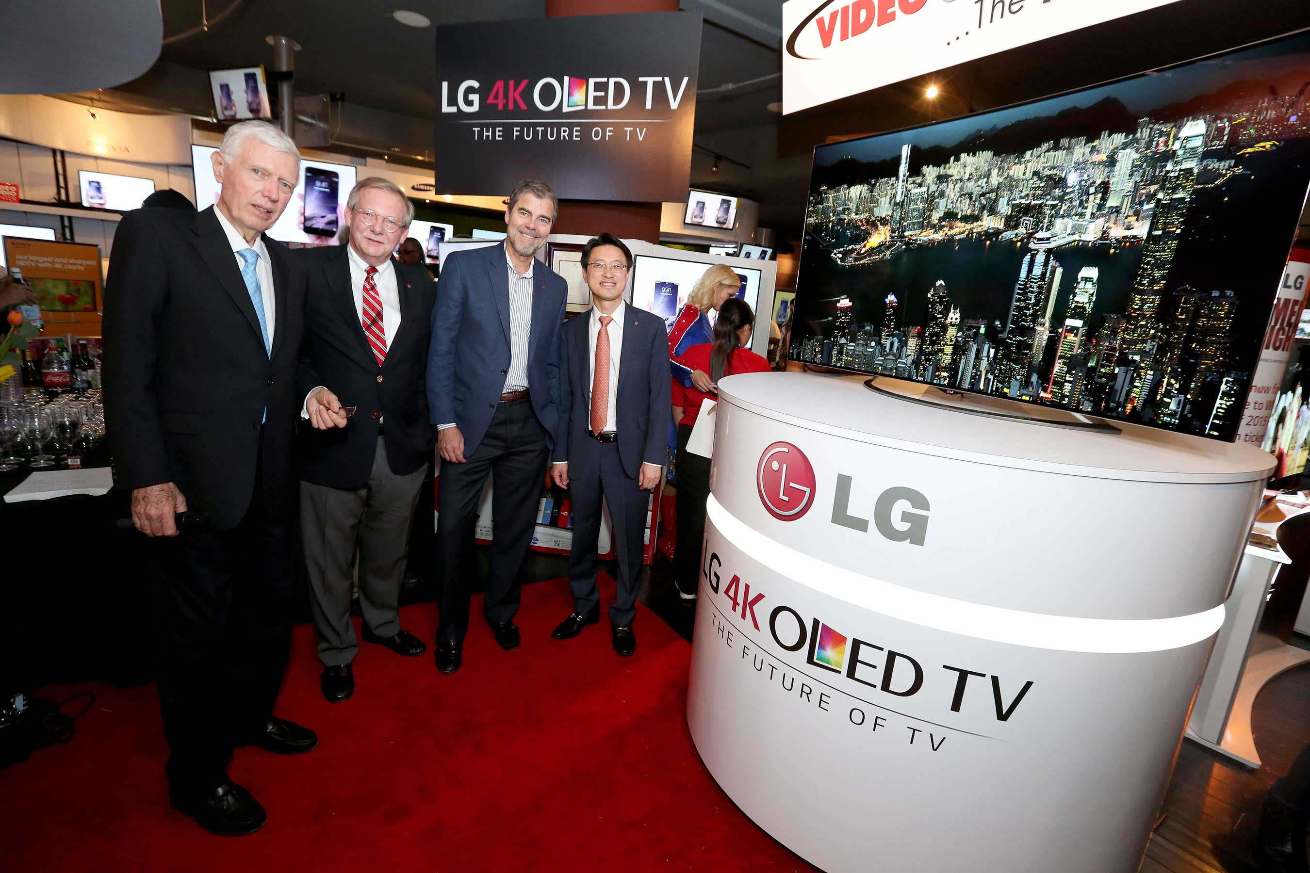 FIRST U S  CONSUMERS PURCHASE ULTRA HD 4K OLED TVs