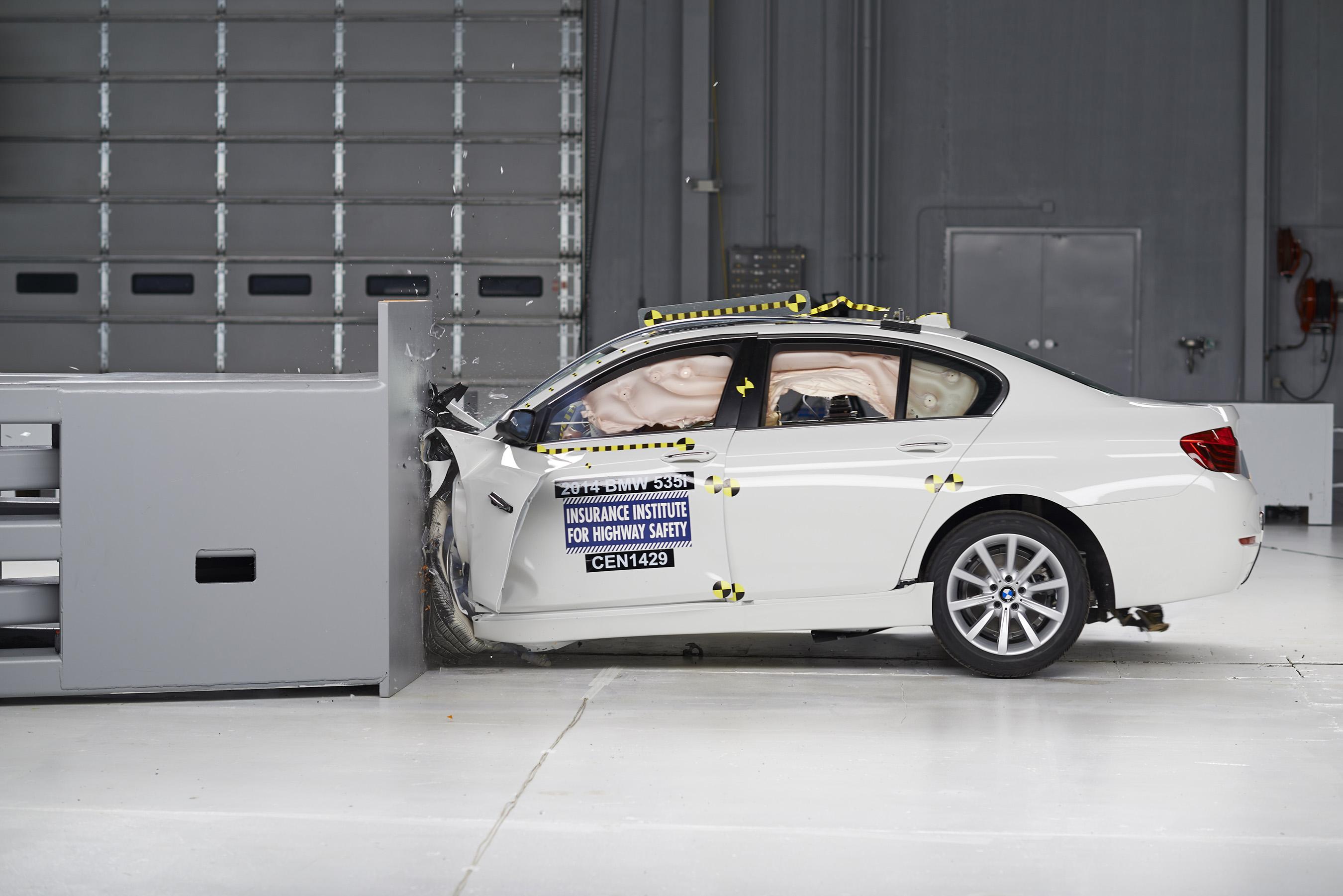 2014 BWM 5 Series small overlap IIHS crash test – MARGINAL rating