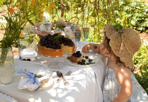 Prairie Girl with Blackberry Cake, Photo: Mark Lohman