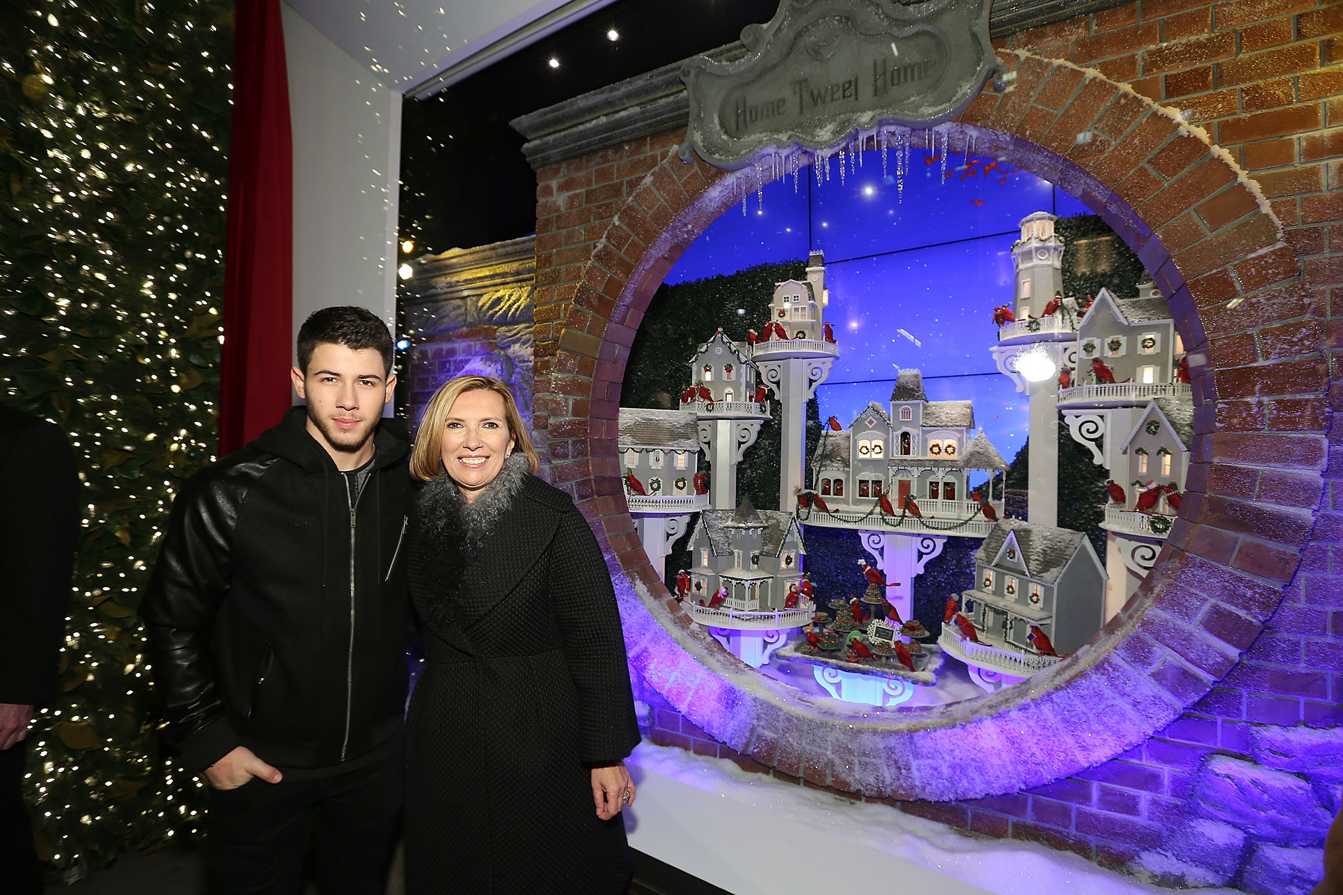 LORD & TAYLOR UNVEILED ITS 2014 ANNUAL HOLIDAY WINDOWS WITH NICK JONAS