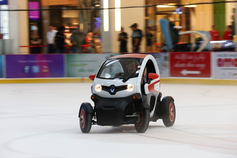 lotus f1 team driving renault twizy inside the dubai mall. Black Bedroom Furniture Sets. Home Design Ideas