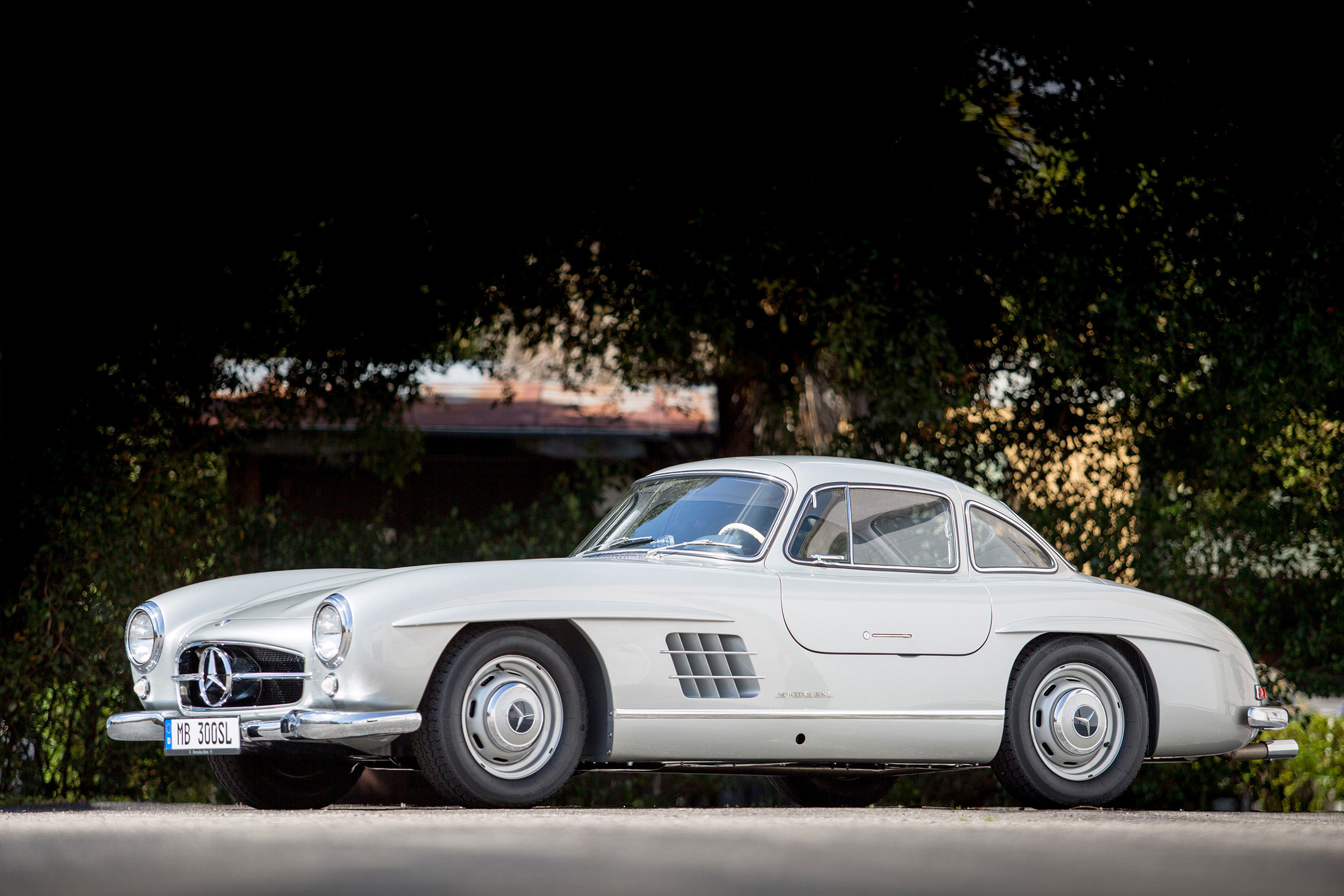 First mercedes benz type 300 sl sold in america recognized for Mercedes benz gas type