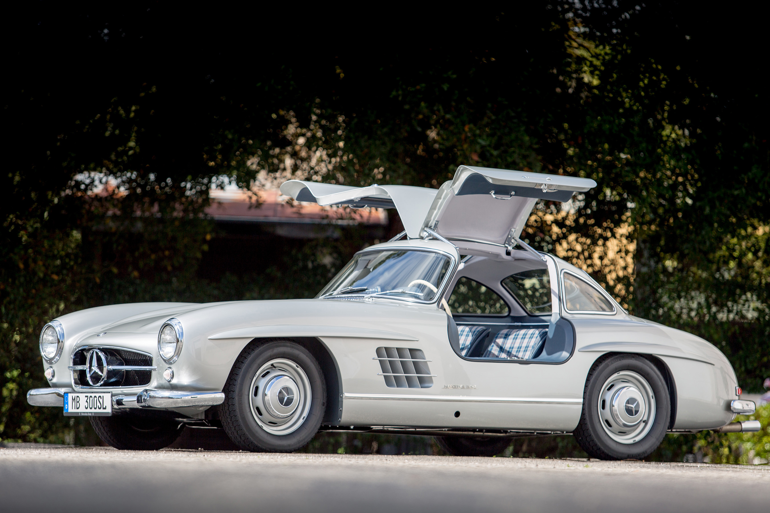 first mercedes benz type 300 sl sold in america recognized as u s automotive heritage. Black Bedroom Furniture Sets. Home Design Ideas