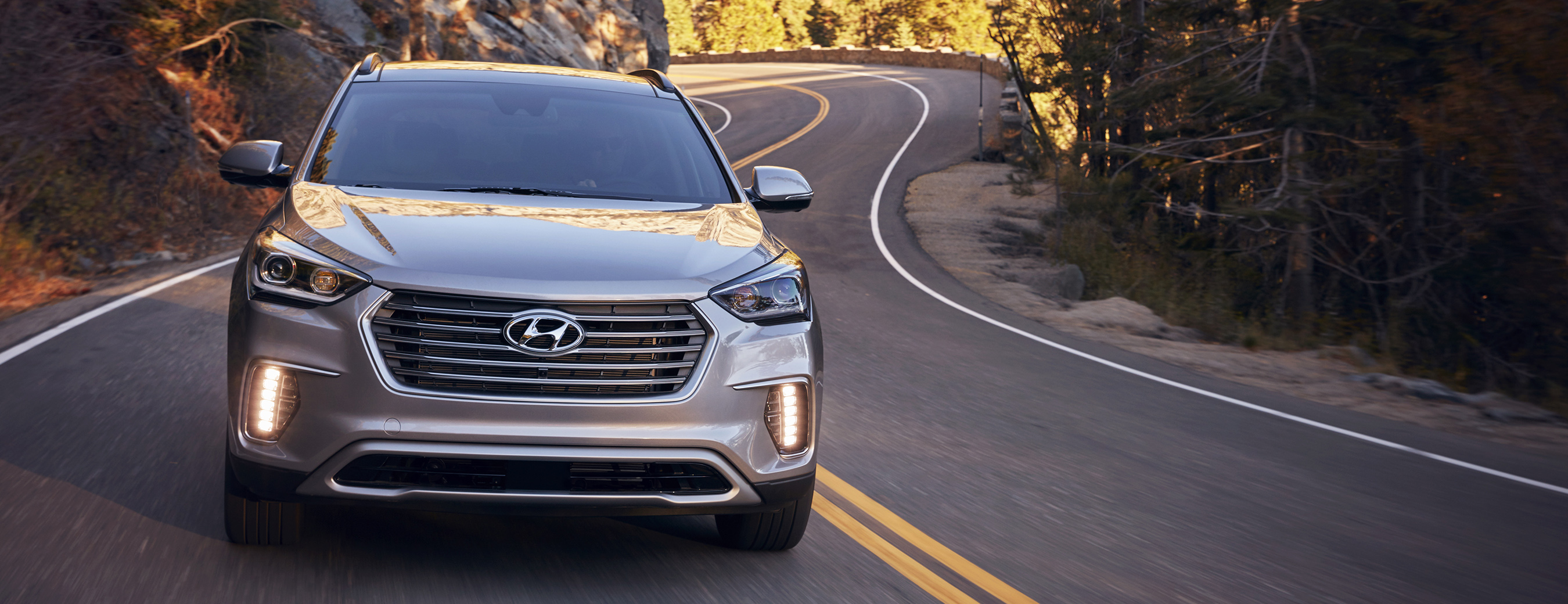 2017 Hyundai Santa Fe Line Up Features Enhanced Design Infotainment Led Lighting Convenience And Safety