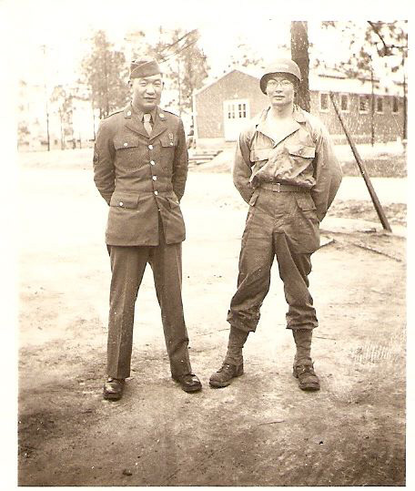 Victor (left) and Johnny Akimoto (right) at Camp Shelby, Mississippi, 1943. Courtesy of the Akimoto Family Collection.