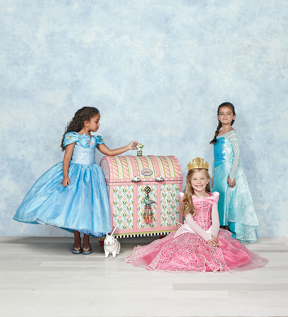 Neiman marcus presents the 89th edition of its legendary for Neiman marcus christmas cards
