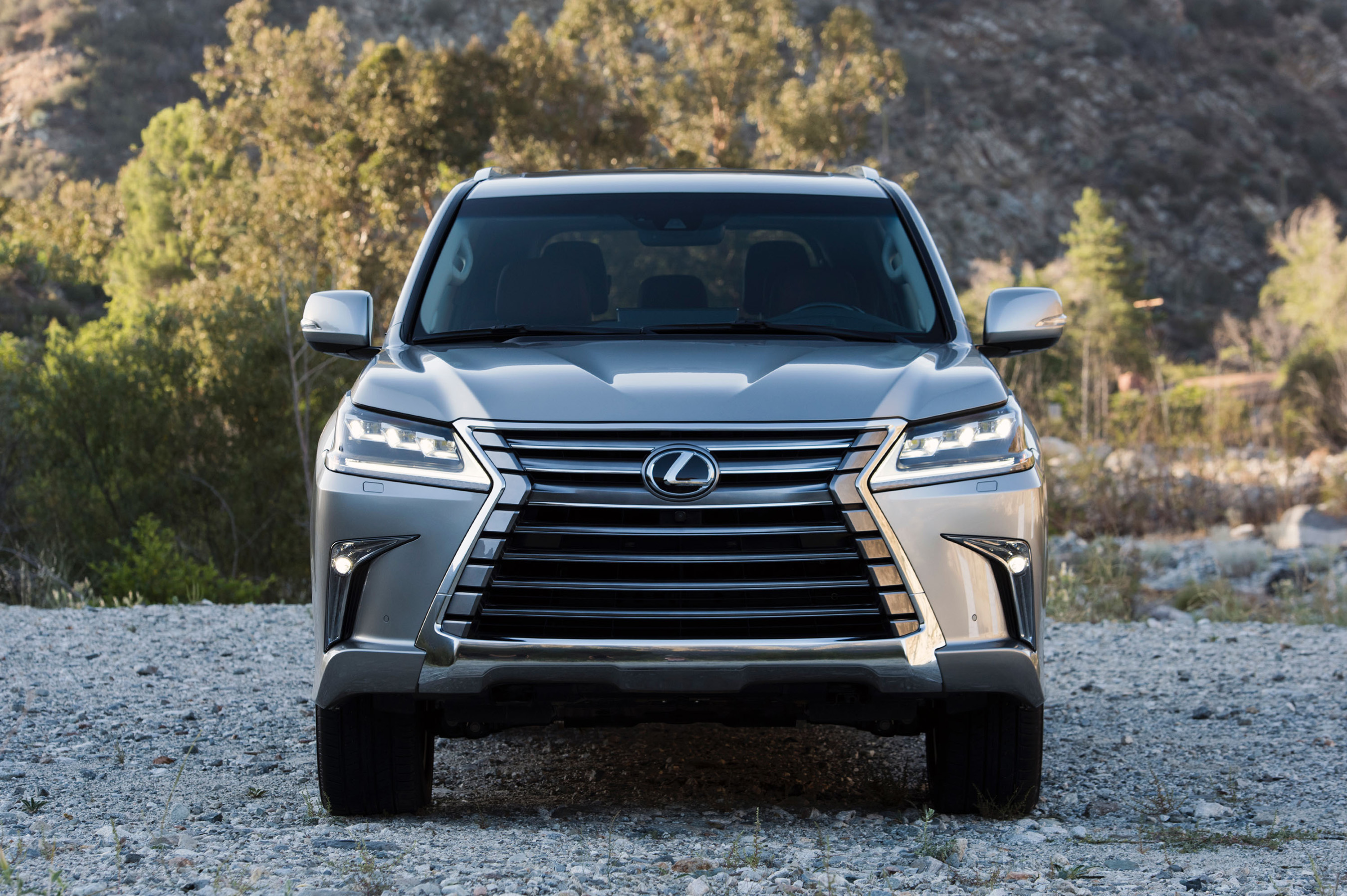 Mingling with the classics lexus introduces refreshed 2016 lx 570 luxury utility vehicle and 2016 gs during pebble beach concours celebrations