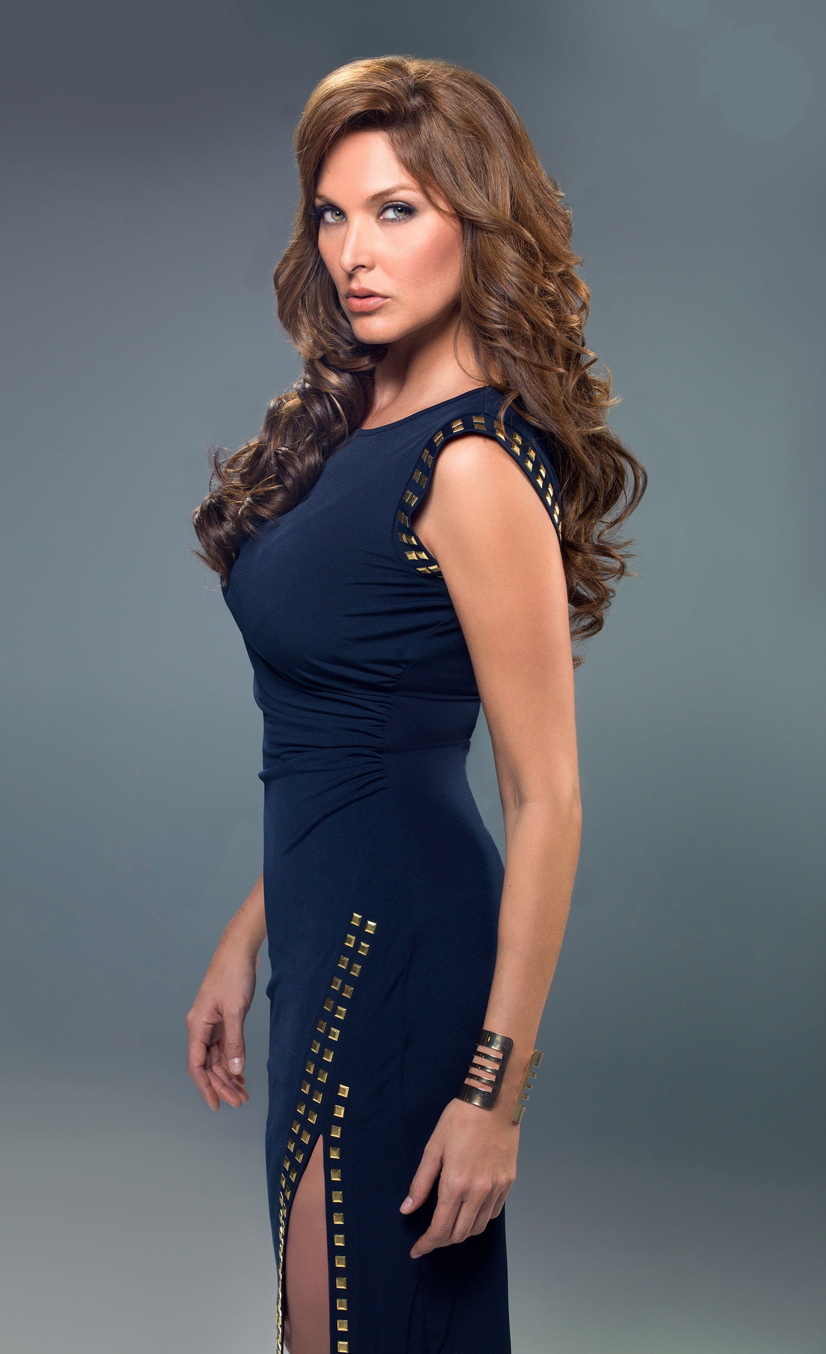 Telemundo premieres season two of super series senora for Blanca quintanilla