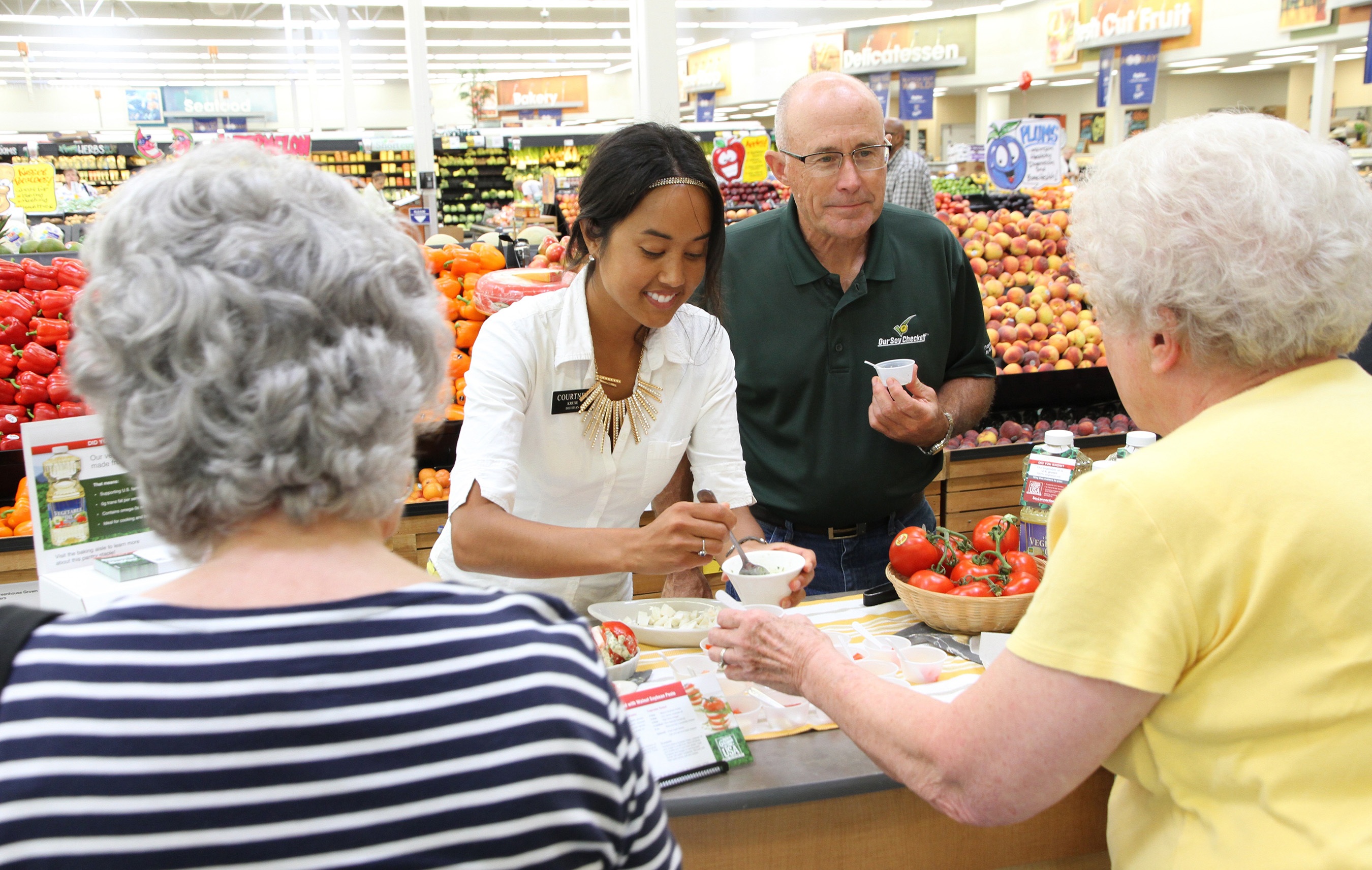 United Soybean Board Chairman Bob Haselwood shares the story of soy with grocery shoppers.