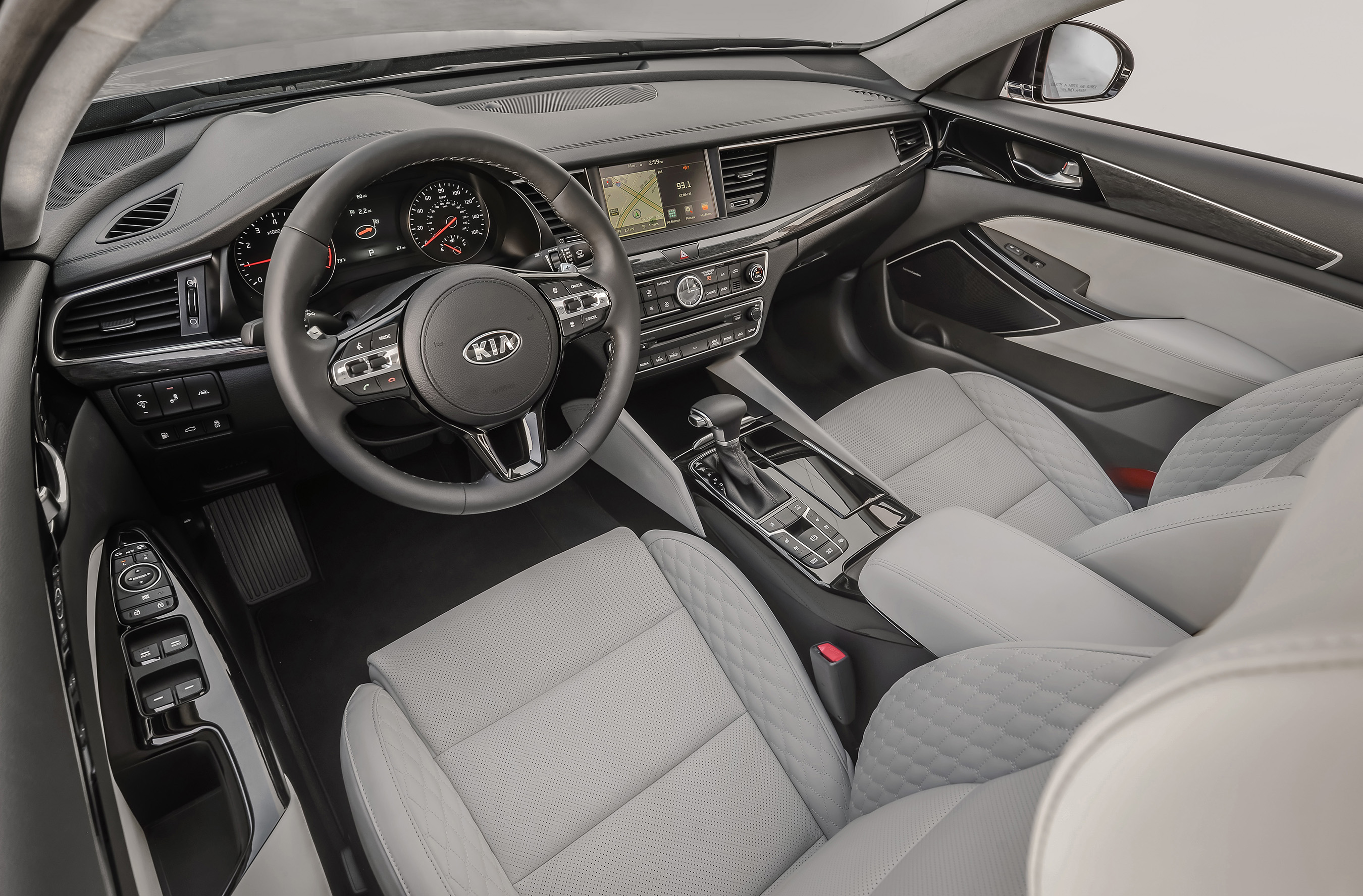 All-new 2017 Kia Cadenza takes its sophistication to greater heights with a beautifully crafted interior.