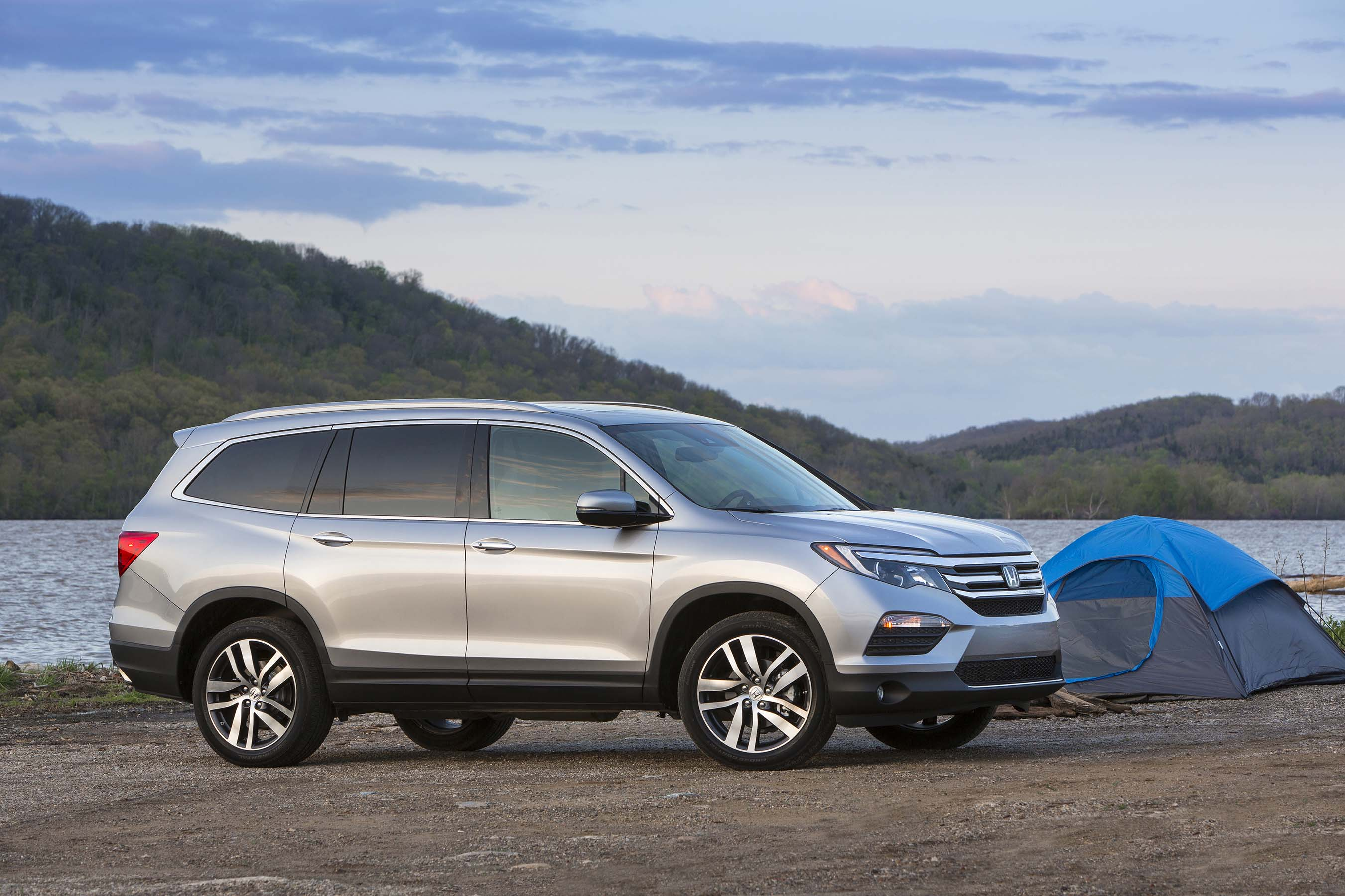 Kbb com 16 best family car the totally redesigned 2016 honda pilot is the