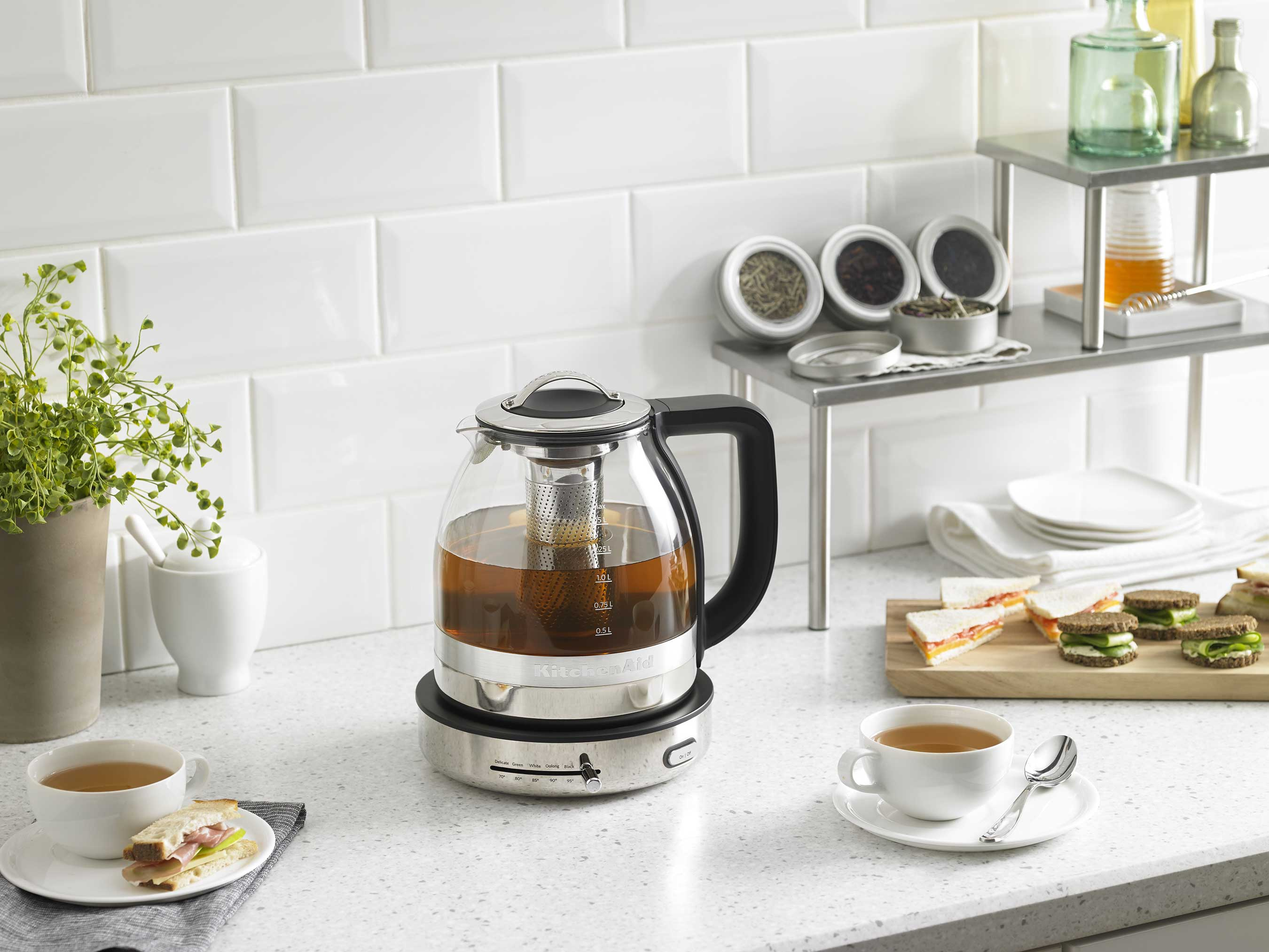 The new KitchenAid® Glass Tea Kettle with preset settings offers tea lovers easy mastery of the perfect cup.