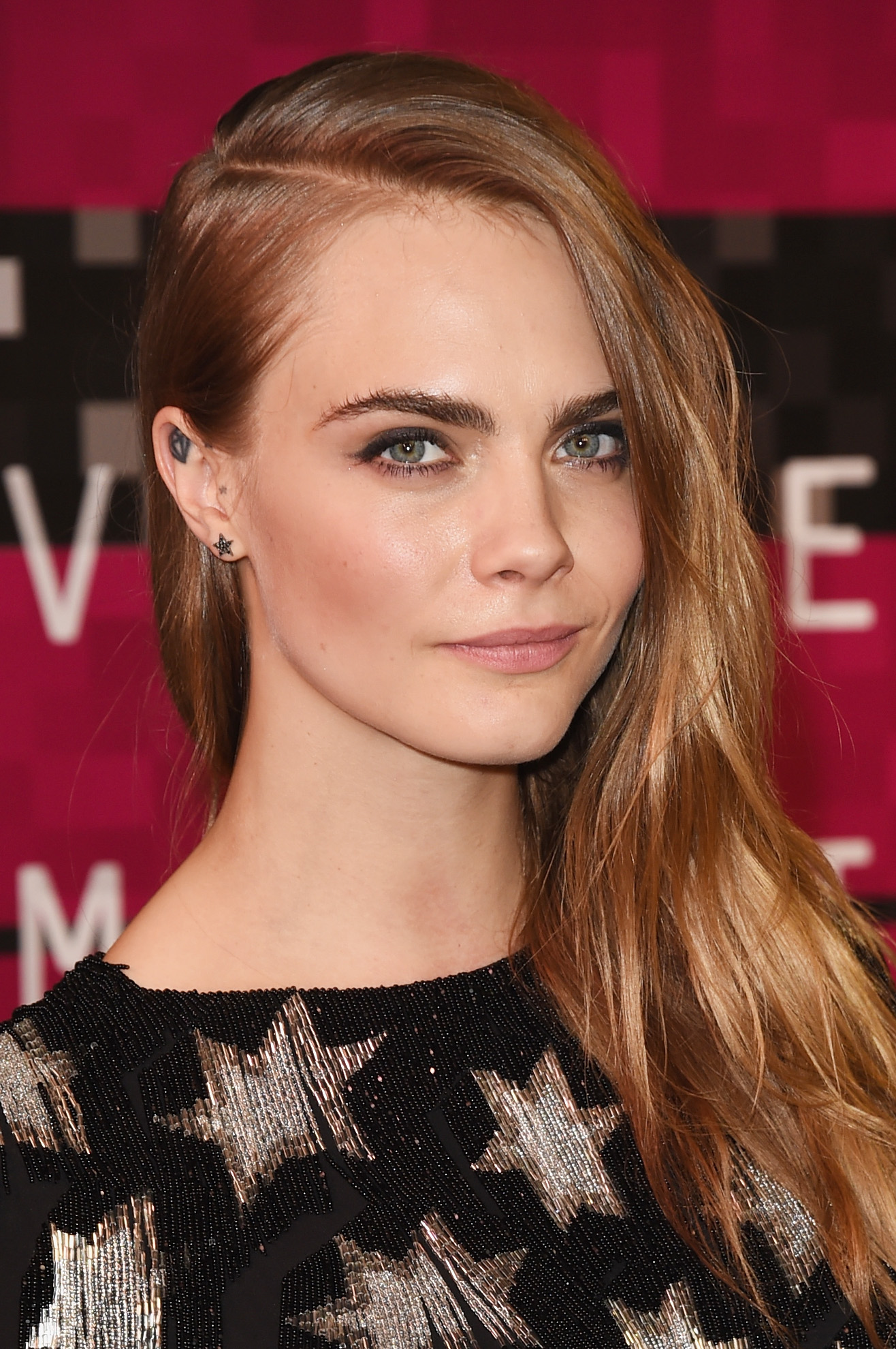 RIMMEL ANNOUNCES CARA DELEVINGNE AS NEW BRAND AMBASSADOR