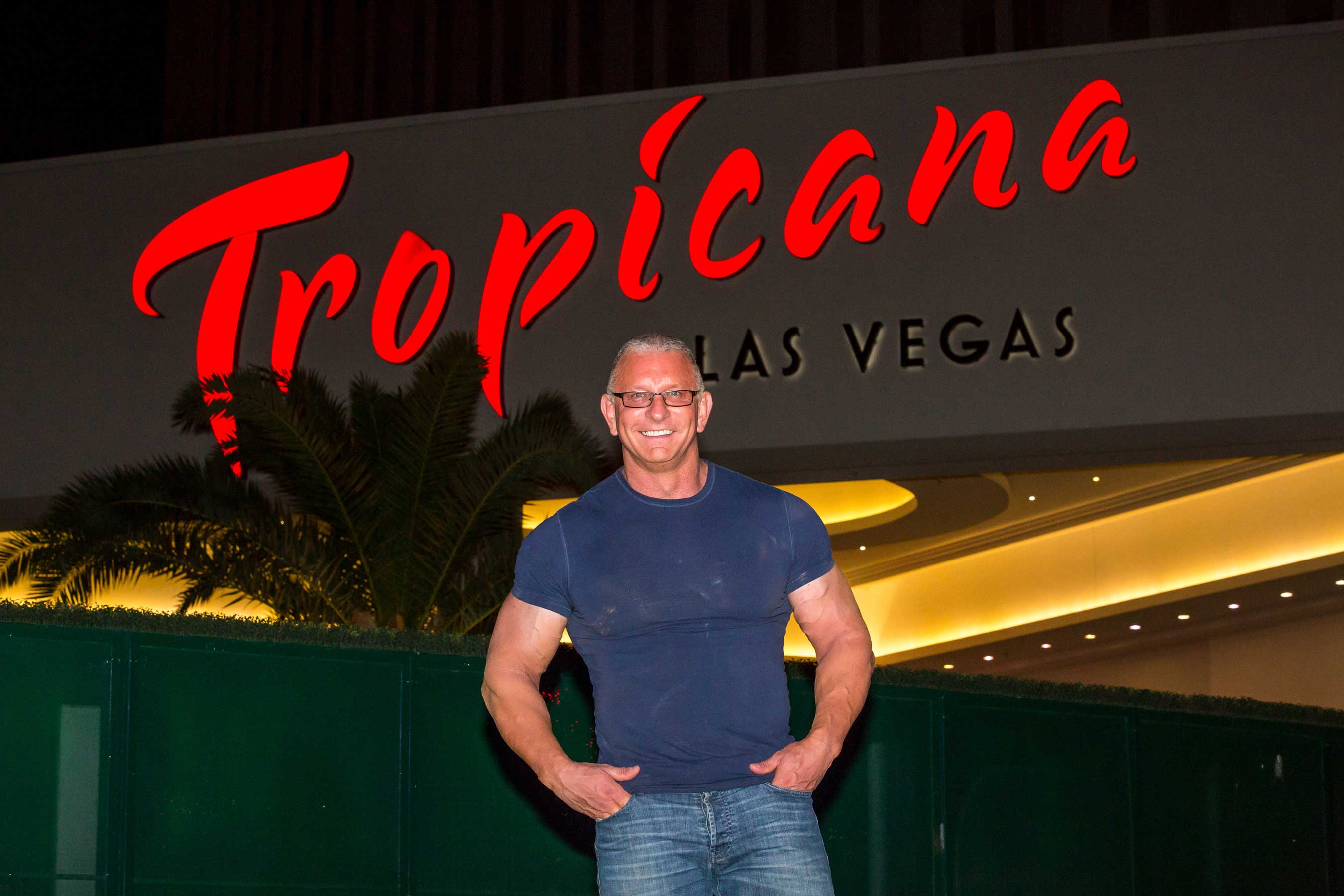 Celebrity Chef Robert Irvine Announces Sin City Debut With