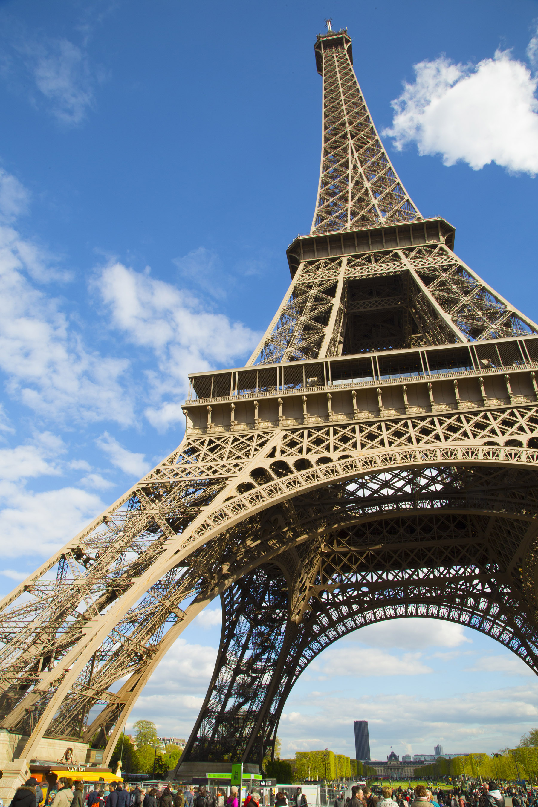 Homeaway gives travelers a chance to sleep in the eiffel for Torre enfel