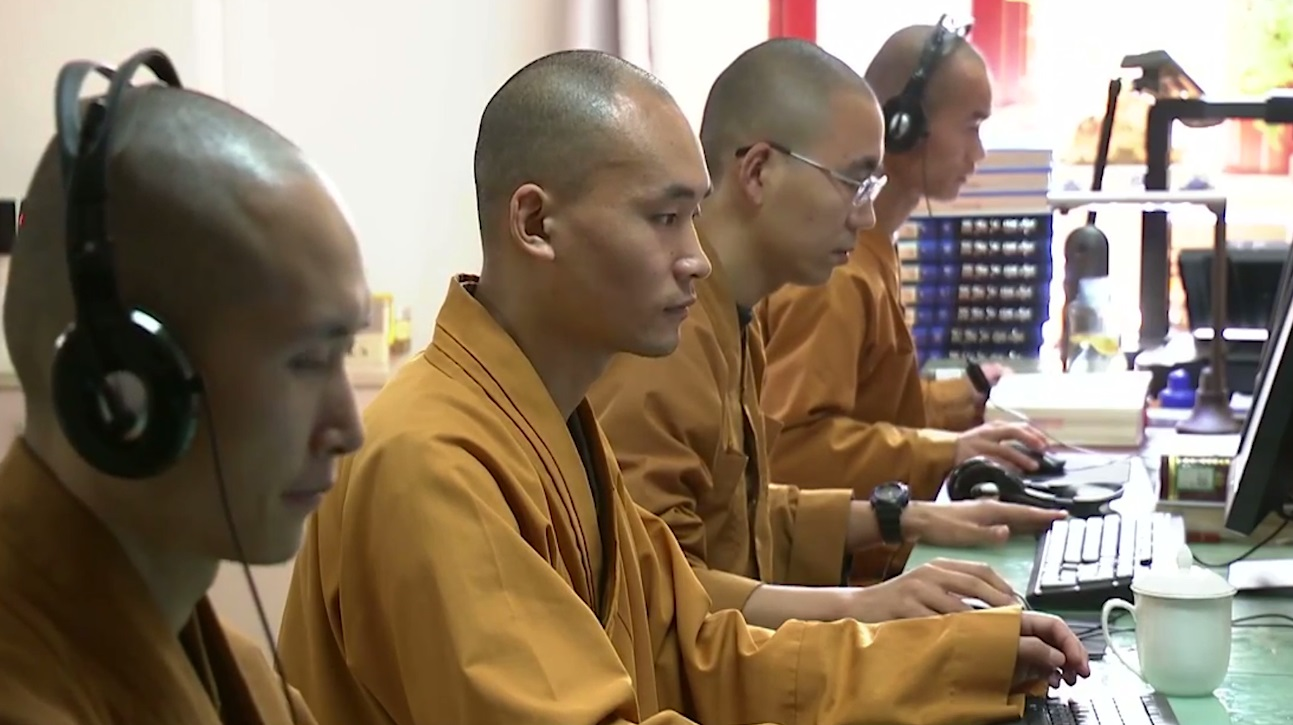 The monks at Longquan Temple use modern management and communication methods to promote Buddhist culture.
