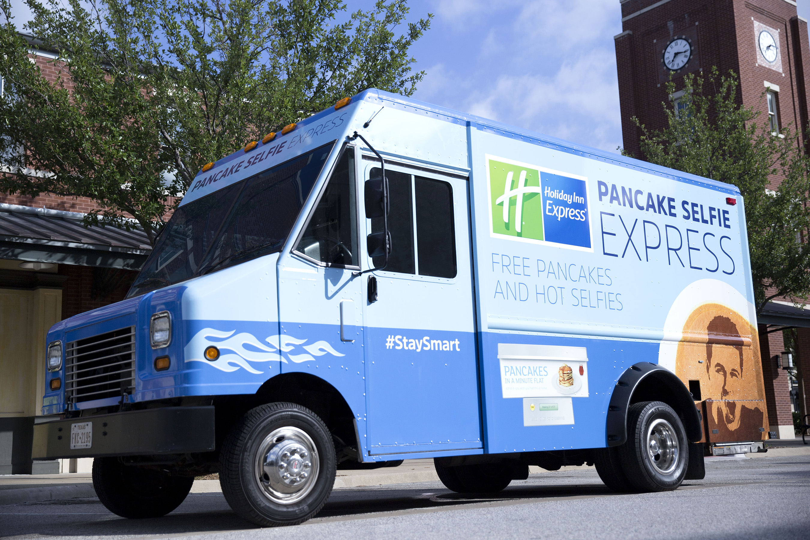 The Holiday Inn Express® brand is getting football fans game ready with the latest Pancake Selfie Express mobile breakfast tour, hitting the road in August.