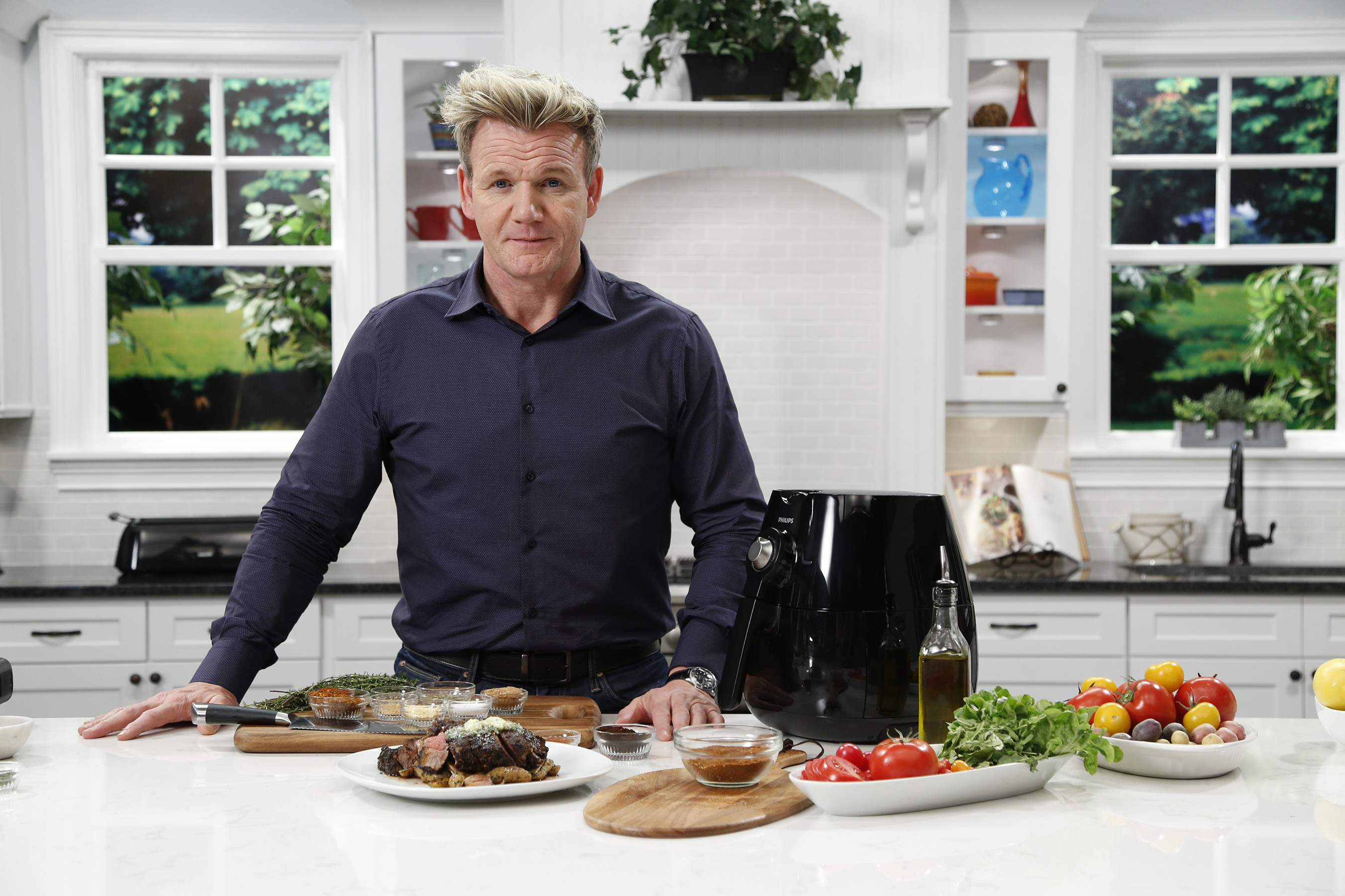 Uncategorized Gordon Ramsay Kitchen Appliances award winning chef gordon ramsay inspires families to cook healthy with philips airfryer