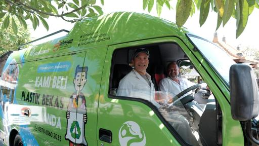 Fisk Johnson, Chairman and CEO of SC Johnson and David Katz, CEO of Plastic Bank driving the mobile collection center van.