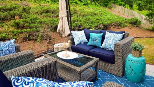 Rhoda Vickers created an outdoor living room that feels more like an oasis with shades of blue reminiscent of the beach