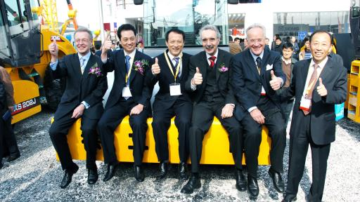 Wang Min, the Chairman of XCMG along with Global Partners at Trade show.