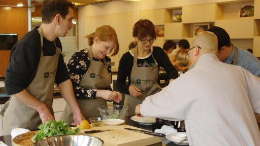 "Korean Temple Food Center provides the one-day cooking class ""Let's Learn Korean Temple Food"" in English"