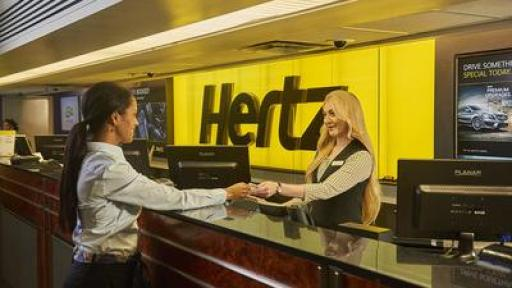 Hertz representative helpling customer at counter