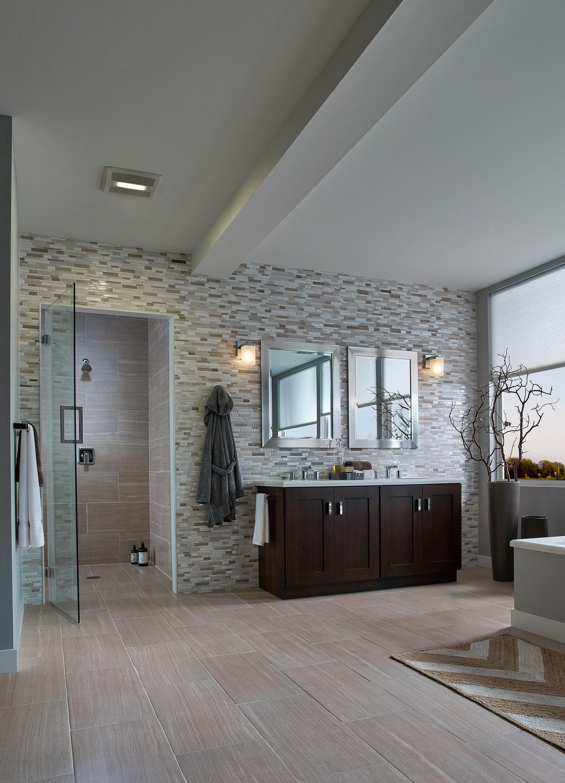 Ventilateur de salle de bain avec lumiere ventilateur for Fan de salle de bain avec lumiere