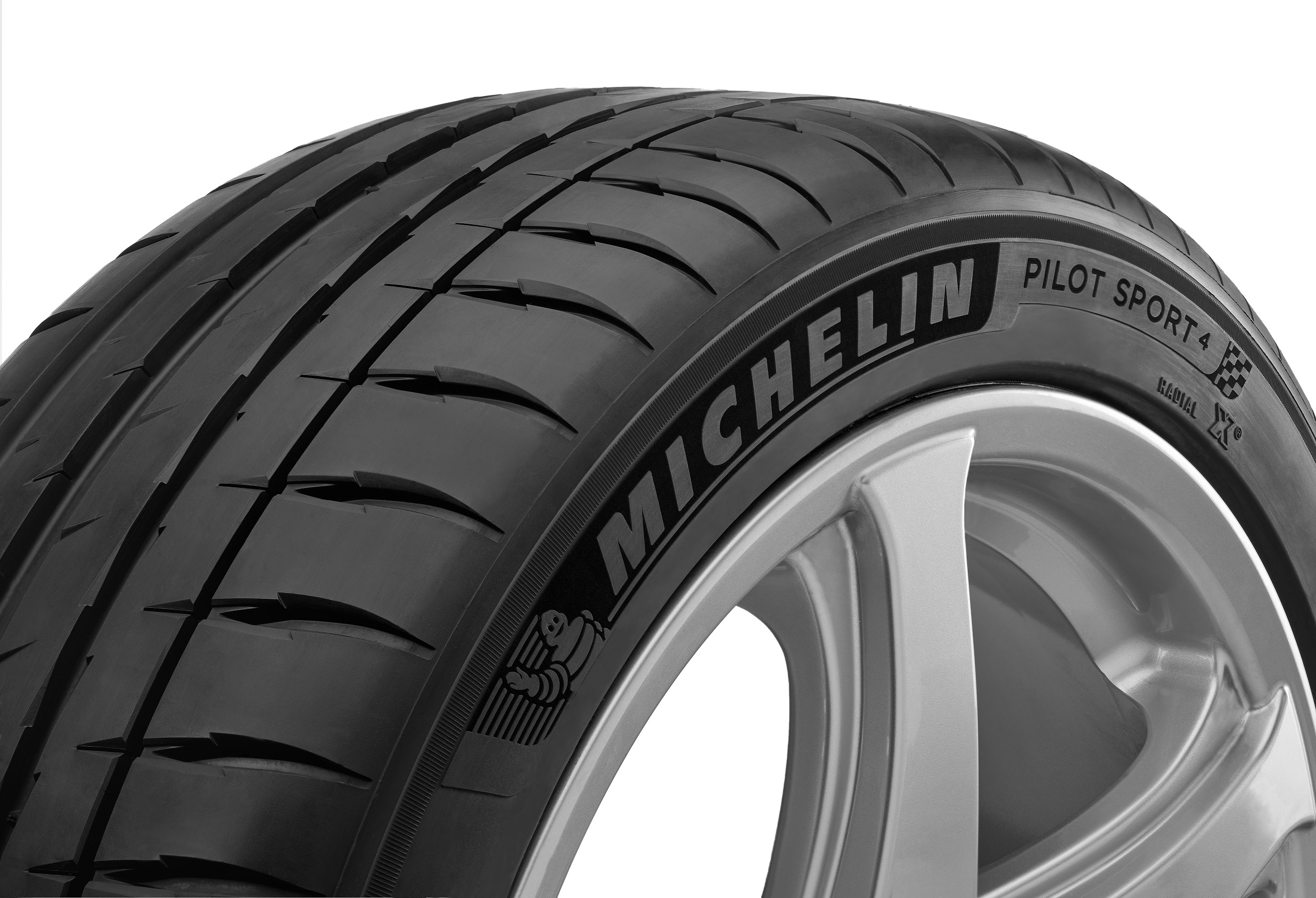 michelin launches the michelin pilot sport4 in the middle. Black Bedroom Furniture Sets. Home Design Ideas