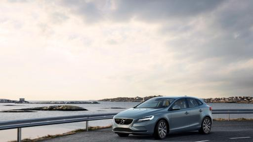 Volvo Cars Pioneers Twohour Incar Delivery Service With Swedish Rhmultivu: Volvo V40 T4 Momentum Location 3 4 Front At Gmaili.net