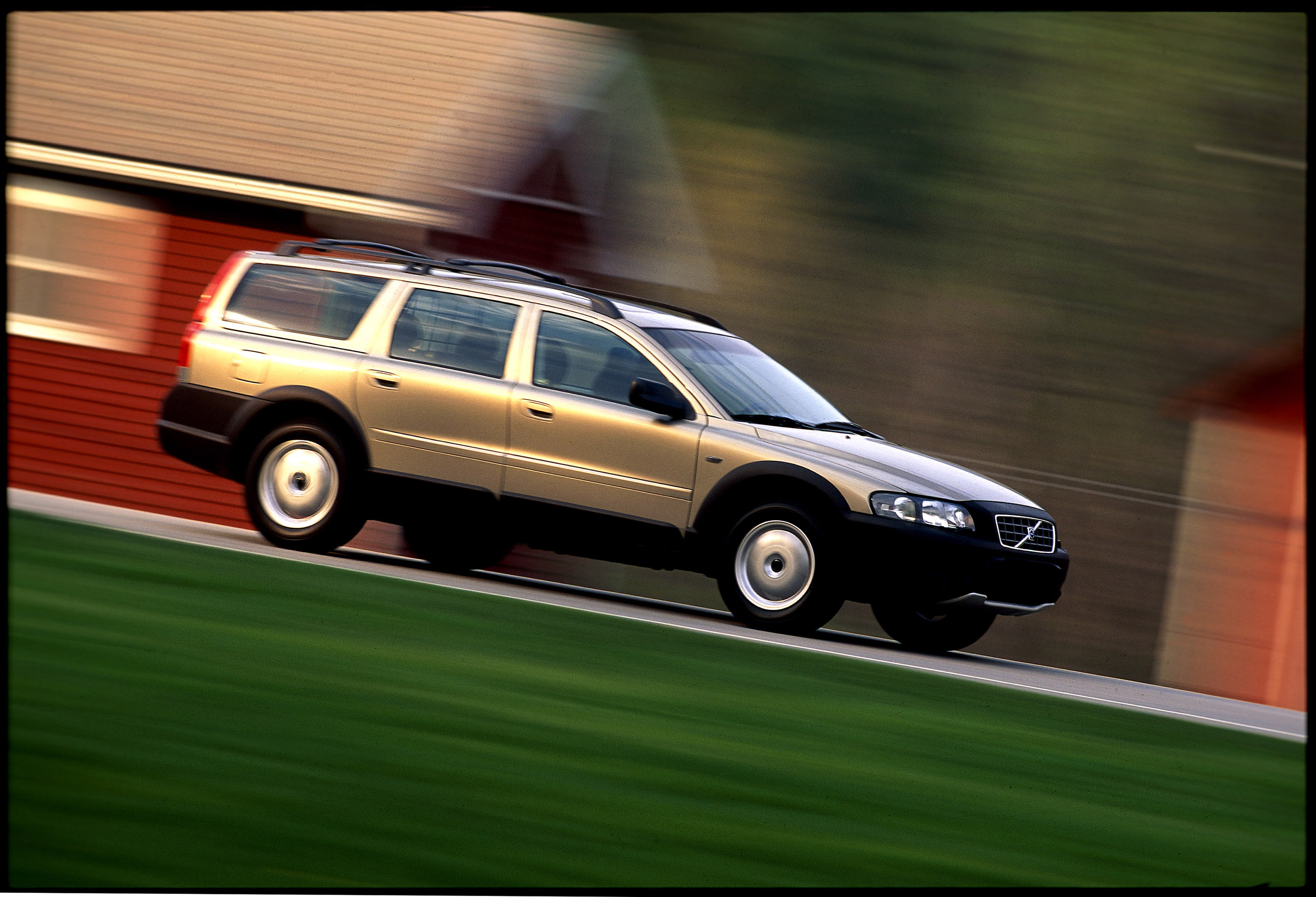 Volvo v70 xc becomes the xc70 second generation 2000 2007