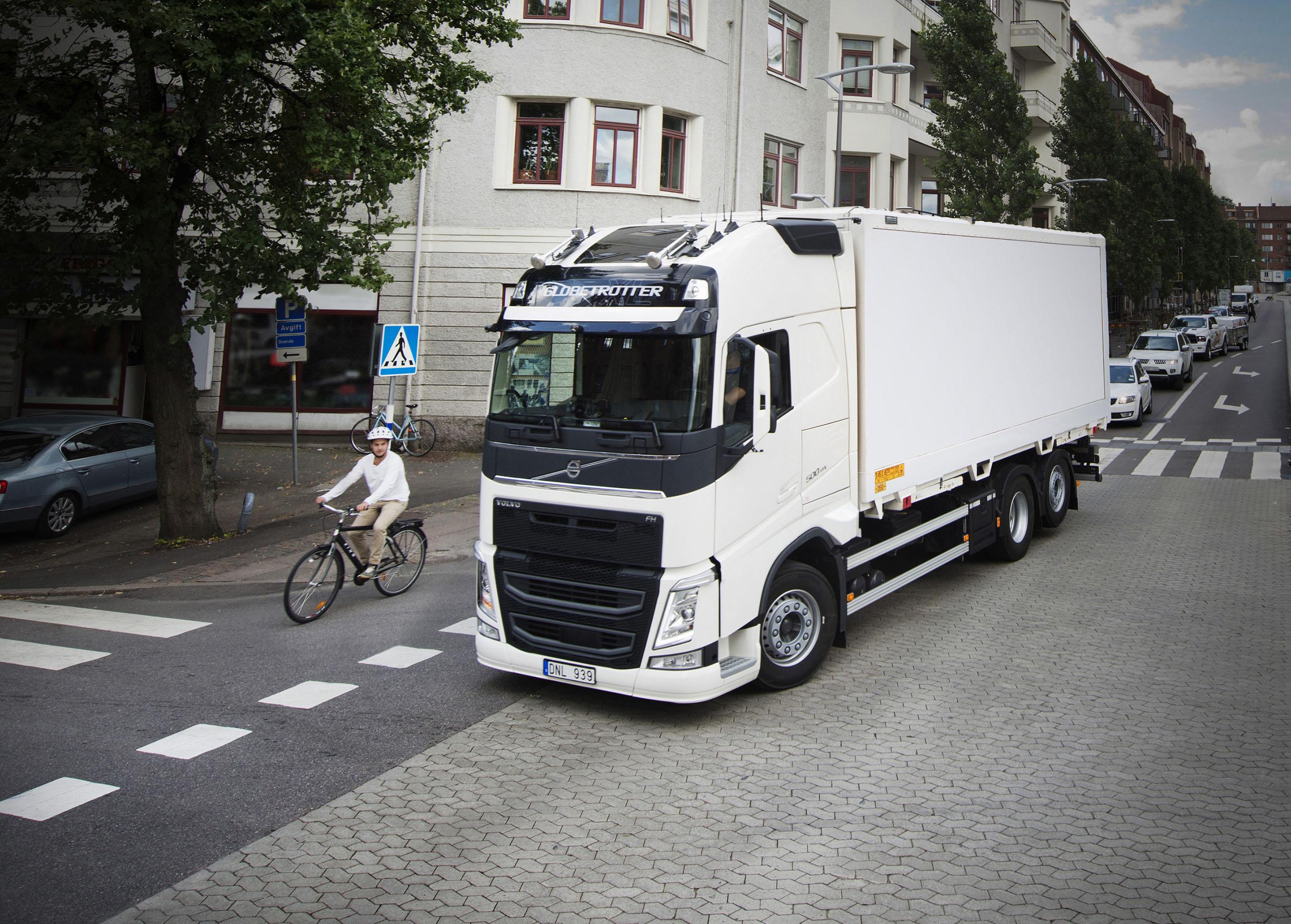 2017 volvo trucks safety report focuses on vulnerable road. Black Bedroom Furniture Sets. Home Design Ideas
