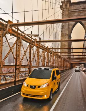 Nissan Taxi Brooklyn Bridge