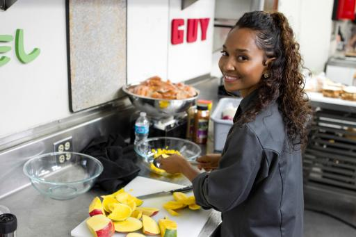 Chilli cooks on Food Network's Rachael vs. Guy Celebrity Cook-Off